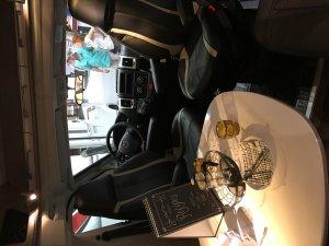 Standardlayout mit Tisch hinter Fahrersitzen