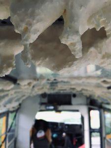 Bauschaum-Tropfsteinhöhle